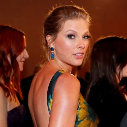 77th Golden Globe Awards - Arrivals - Beverly Hills, California, U.S., January 5, 2020 - Taylor Swift. Picture taken January 5, 2020. --REUTERS/Mike Blake