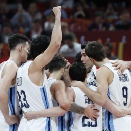 Basketball - FIBA World Cup - Final - Argentina v Spain - Wukesong Sport Arena, Beijing, China - September 15, 2019 Argentina's Luis Scola speaks with teammates REUTERS/Kim Kyung-Hoon