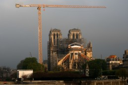 A view shows a giant crane near Notre Dame Cathedral, which was damaged in a devastating fire almost one year ago, in Paris ahead of Easter celebrations to be held under lockdown imposed to slow the spread of the coronavirus disease (COVID-19) in France, April 7, 2020. REUTERS/Gonzalo Fuentes