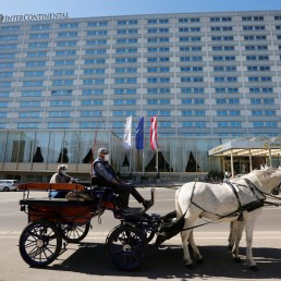 A Fiaker horse carriage waits for food packages for delivery in front of the InterContinental Hotel during the coronavirus disease (COVID-19) outbreak in Vienna, Austria April 8, 2020. REUTERS/Leonhard Foeger