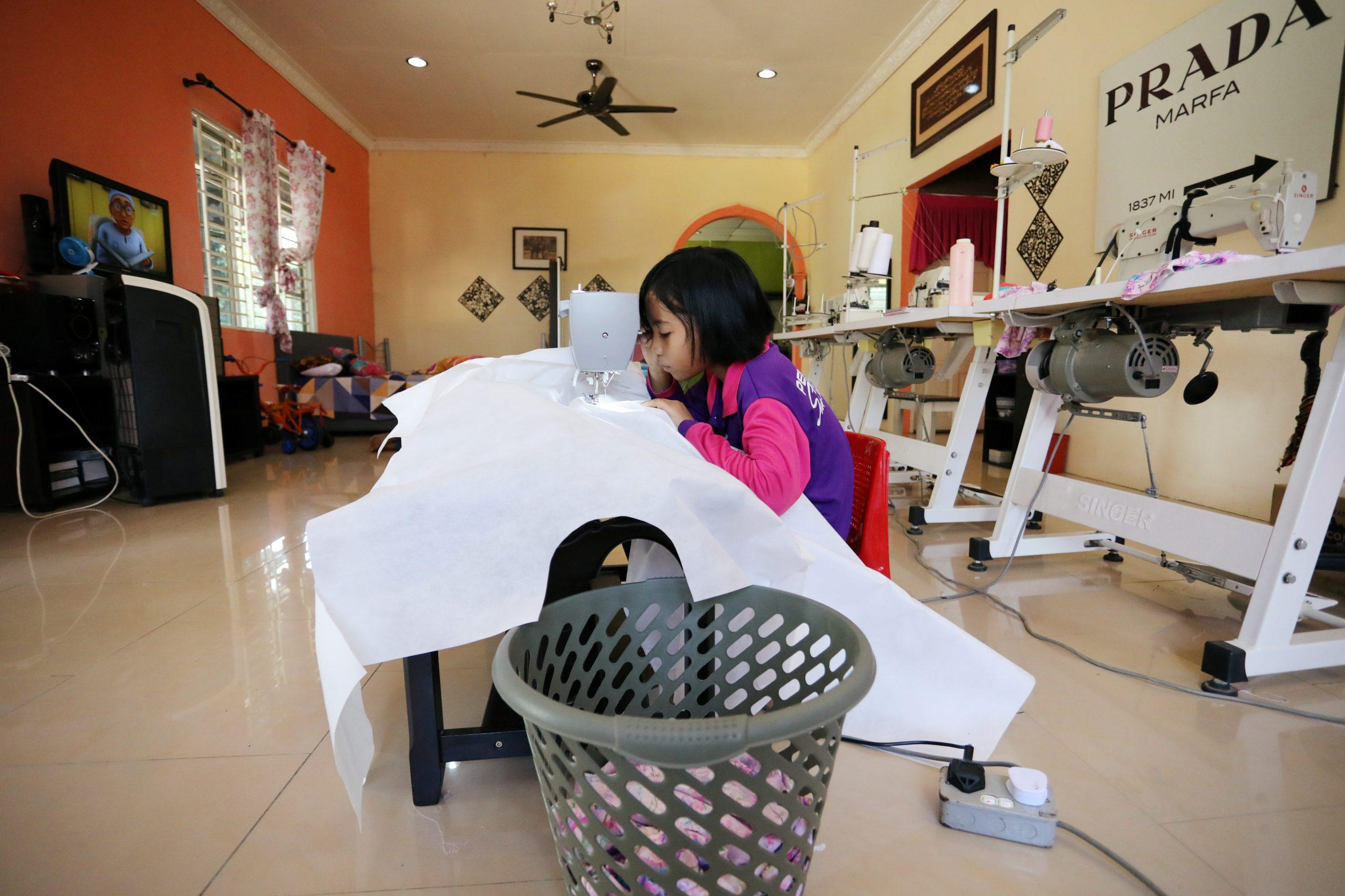 For Malaysian schoolgirl, homework is sewing PPE gowns to help beat coronavirus - GLOBAL HEROES MAGAZINE