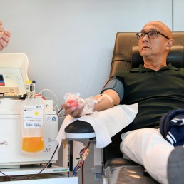 A man donates blood plasma, following the coronavirus disease (COVID-19) outbreak, at Sanquin blood bank in Amsterdam, Netherlands, May 19, 2020. REUTERS/Piroschka van de Wouw