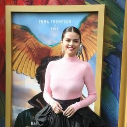 Selena Gomez delivers inspirational message for immigrant graduates