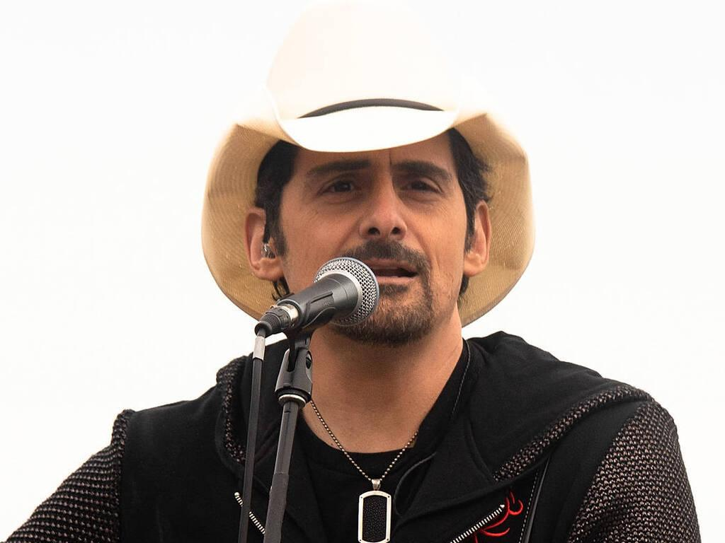 Brad Paisley gifts guitar to Nashville musician left homeless by bomb blast