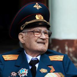 covid-19 WWII veteran ICU veteran